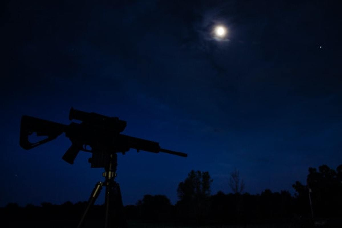 Best Light For Coyote Hunting – Full Buyers Guide